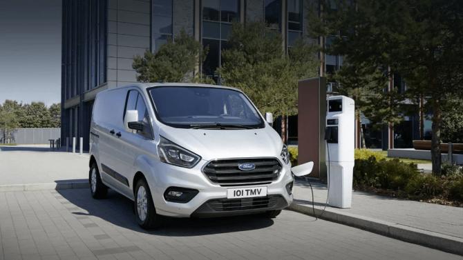 Ford erweitert PHEV-Feldversuch in Köln