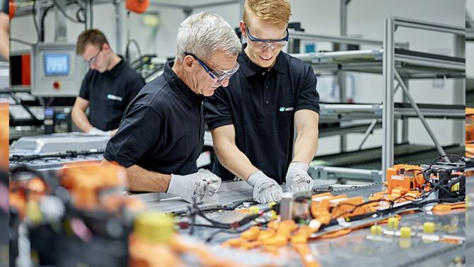 Daimler erhöht Akku-Produktion in Kamenz