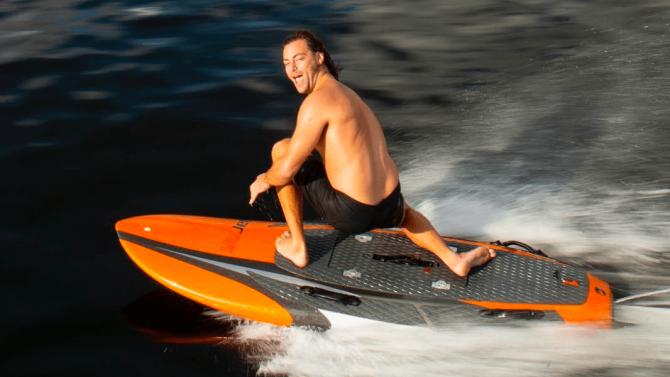 E-Surfboard mit knapp 40 km/h