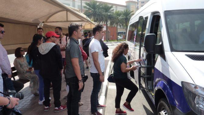 Autonome Busse am Persischen Golf